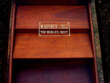 Selling with online payment: 1910-1916 Hohner Hamonica and accordeons Counter display