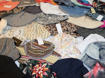Compra Ahora: 65 Piece Lot of New Bucket Hats - All different - Assorted Brands