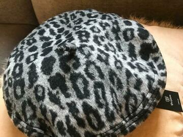 Selling : Hat