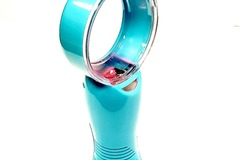 Buy Now: Battery Operated Mini Portable Bladeless Fan W/7 Color -Blue