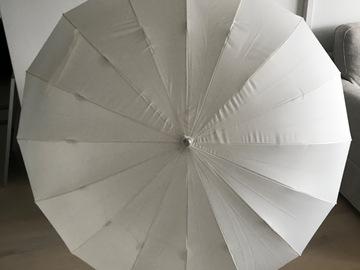 Ilmoitus: Iso sydämenmuotoinen sateenvarjo