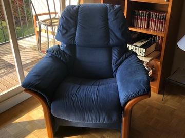 Vente: 2 Fauteuil «Stressless»en Alcantara bleu royal.