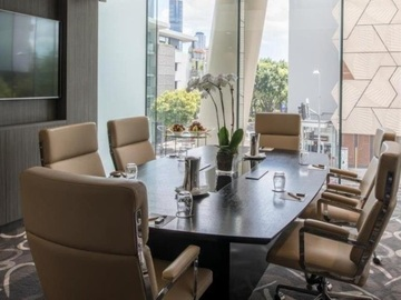 Space by day (Beta): Exquisitely designed, bespoke hotel boardroom for up to 8