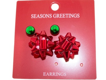 Compra Ahora: 24 Pairs of Christmas Earrings. 12 Red bow and 12 Green studs