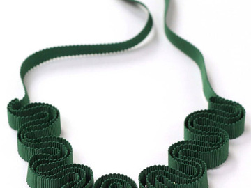 : Forest green grosgrain ribbon necklace