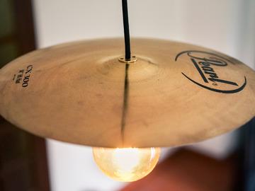 Vente au détail: Lampe plafonnier suspension réalisée avec une cymbale