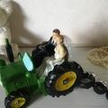 Ilmoitus: Kakunkoriste hääpari traktorin kyydissä