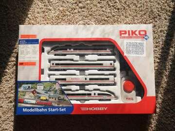 Selling: Piko HO Model train set