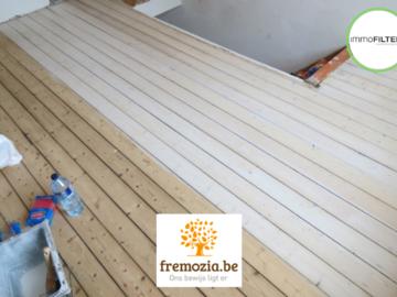 .: Renovatie grenen houten parket   door Fremozia