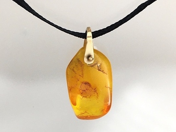 Selling with online payment: Amber Pendant 1