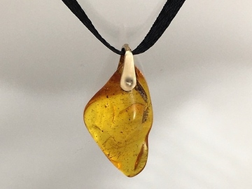 Selling with online payment: Amber Pendant 2