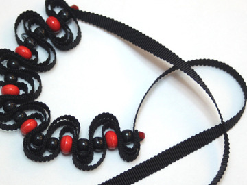 : Little black necklace with red pop