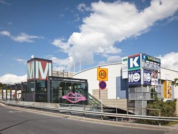 Renting out: Great cheap 275m2 space at Kontula Metro Center