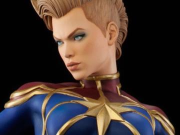 Individuals: Captain Marvel Premium Format Exclusive