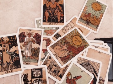 Selling: Tarot Of Romance