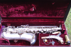 Selling with online payment: Late 1920s KING Satin Silver alto saxophone w/ case strap & mouth