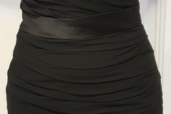 Ilmoitus: Dazzling musta satiininen kotelomekko koko 40