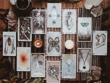 Selling: Romance Tarot Reading