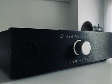 Sale: RED WINE AUDIO SIGNATURE 30.2 Intégré/ amplificateur puissance