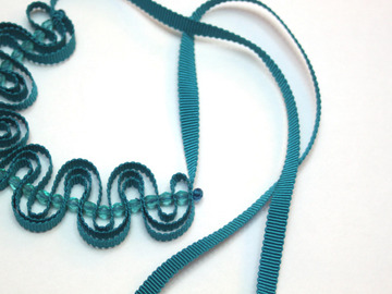 : Teal ribbon necklace