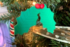 Selling with online payment: Jolly Holly-Day Earrings
