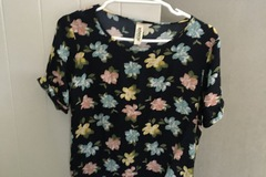 Selling: Floral summer tee