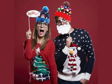 Liquidation/Wholesale Lot: MYSTERY BOX 12pcs  CHRISTMAS LED LIGHTED BEANIE HAT