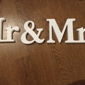 Ilmoitus: Puiset mr&mrs pöytäkyltit