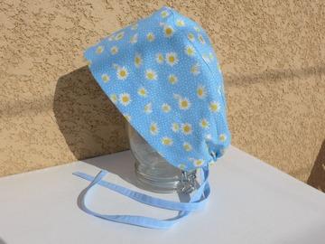 """Vente au détail: Calot de bloc  coton motif """"Les marguerites"""" fond bleu"""