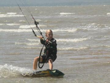 Offering with online payment: Kitesurfing lessons - Townsville