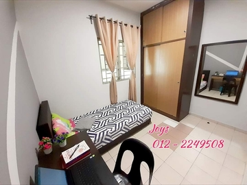 For rent: Casa Subang FEMALE  with NEW FURNITURE.