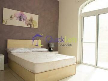 Rooms for rent: Massive Room In Beautiful Three Bedroom Apartment!! Prime Locatio