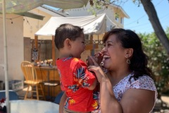 VeeBee Virtual Babysitter: Enjoy interaction with kids!