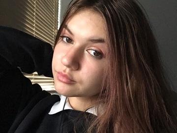 VeeBee Virtual Babysitter: 17 year Old Joana