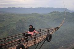 VeeBee Virtual Babysitter: Babysitter From Indonesia