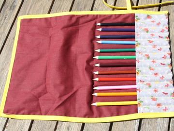 Vente au détail: Trousse enroulable 12 crayons à papillons