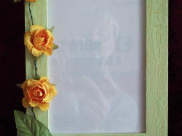 Vente au détail: Cadre photos vert anis et ses fleurs