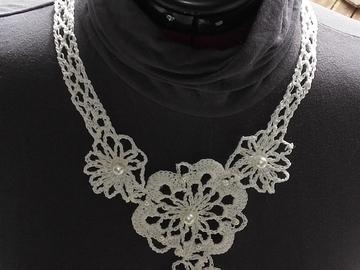 Vente au détail: Collier en coton blanc