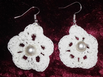 Vente au détail: Paire de boucles d'oreilles coton blanc et perle nacrée