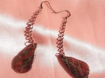 Vente au détail: Paire de boucles d'oreilles pendantes rouges et or gouttes