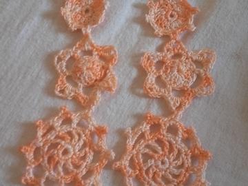 Vente au détail: Paire de boucles d'oreilles pendantes coton saumon