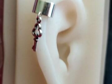 Vente au détail: Bague d'oreille steampunk clé