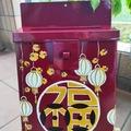 : Mailbox : Good fortune & lanterns on garance red background