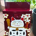 : Mailbox : Lucky cat on Red Garance Background