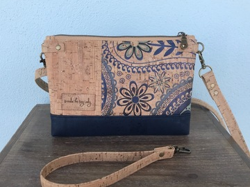 Selling with online payment: Floral Paisley Crossbody/Wristlet
