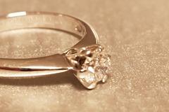 Ilmoitus: Tillanderin 18 karaatin valkokultainen ja 0,30 ct timantin sormus