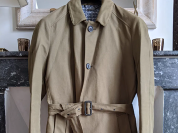 Selling with online payment: HARDY AMIES raincoat