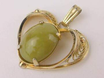 Selling with online payment: 12kt Gold Jade Pendant