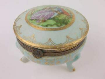 Selling with online payment: Antique Footed Trinket Box