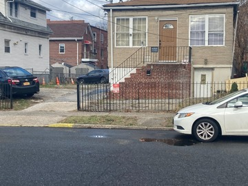 Monthly Rentals (Owner approval required): Queens NY, Sedan Parking Near LaGuardia Airport
